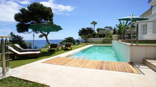 Maison de luxe à louer ROQUEBRUNE CAP MARTIN, 185 m², 5 Chambres,