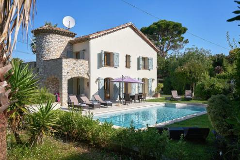 Villa de luxe à vendre CAP D'ANTIBES, 200 m², 5 Chambres, 2200000€