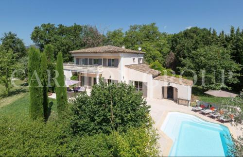 Вилла класса люкс на продажу  Опьо, 280 м², 4 Спальни, 1390000€