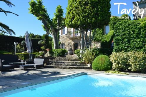 Luxus-Haus zu verkaufen LE BEAUSSET, 400 m², 6 Schlafzimmer, 1650000€
