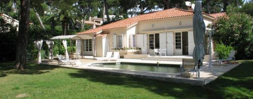 Maison de luxe à louer CAP D'ANTIBES, 4 Chambres