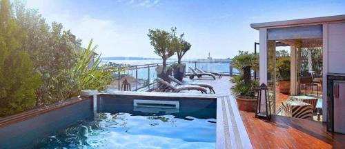 Квартира класса люкс на продажу  Канны, 160 м², 3 Спальни, 8500000€