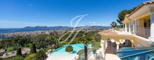 Propriété de luxe à louer CANNES, 599 m², 4 Chambres