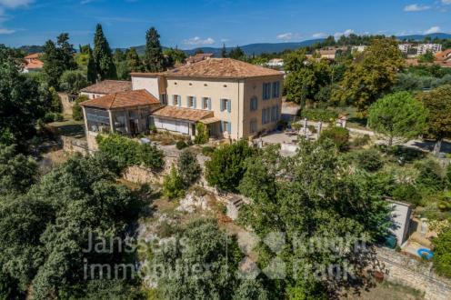 Farm di lusso in vendita APT, 386 m², 8 Camere, 954000€