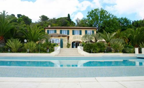 Maison de luxe à louer MOUGINS, 350 m², 5 Chambres