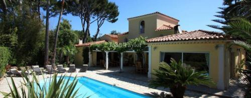 Luxury House for rent CAP D'ANTIBES, 230 m², 5 Bedrooms,