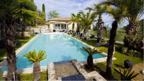 Maison de luxe à vendre GRASSE, 332 m², 6 Chambres