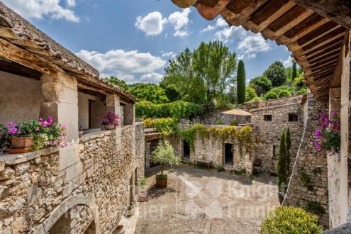 Luxus-Farm zu verkaufen CERESTE, 445 m², 700 Schlafzimmer, 1495000€