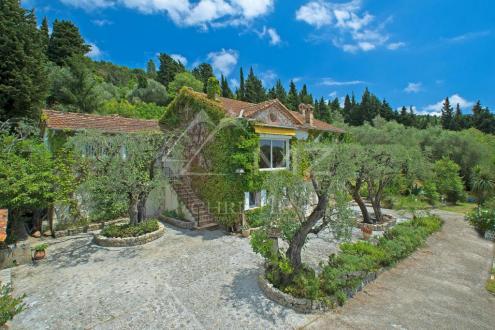 Maison de luxe à louer MOUANS SARTOUX, 250 m², 5 Chambres,