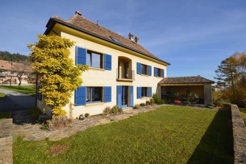 Casa di lusso in vendita Ballaigues, 280 m², 8 Camere