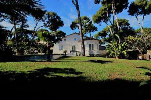 Maison de luxe à louer CAP D'ANTIBES, 250 m², 6 Chambres