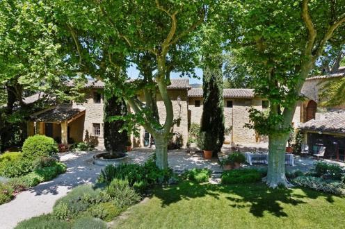 Maison de luxe à louer LOURMARIN, 300 m², 5 Chambres