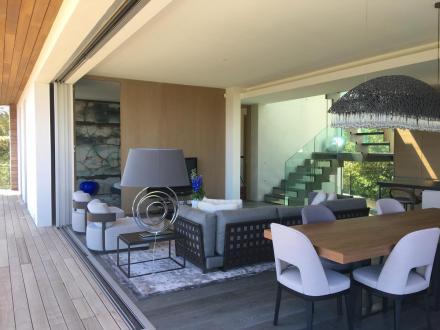 Дом класса люкс в аренду Кап д'Антиб, 320 м², 5 Спальни