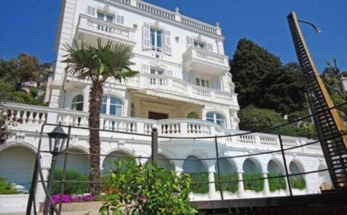 Maison de luxe à louer VILLEFRANCHE SUR MER, 325 m², 6 Chambres