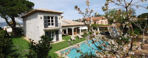 Maison de luxe à louer GASSIN, 290 m², 5 Chambres,