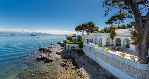 Luxury House for rent CAP D'ANTIBES, 470 m², 5 Bedrooms,