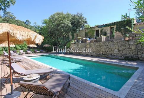 Maison de luxe à louer BONNIEUX, 400 m², 5 Chambres,