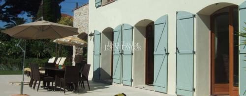 Maison de luxe à louer CAP D'ANTIBES, 240 m², 5 Chambres