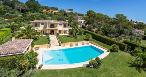 Proprietà di lusso in vendita MOUGINS, 381 m², 4 Camere