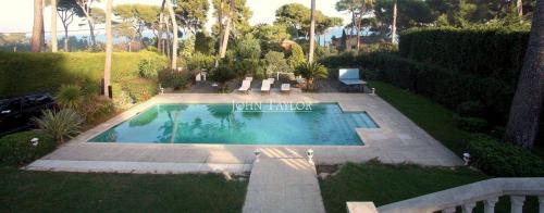 Maison de luxe à louer CAP D'ANTIBES, 300 m², 6 Chambres
