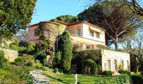 Поместье класса люкс на продажу  Канны, 640 м², 9 Спальни, 2350000€