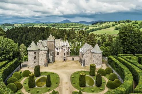Château / Manoir de luxe à vendre ORCIVAL, 795 m², 12 Chambres, 2500000€