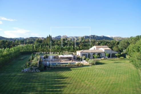 Maison de luxe à louer MAUSSANE LES ALPILLES, 300 m², 4 Chambres