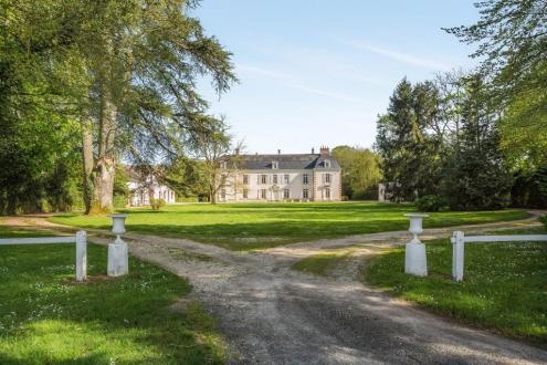 Luxus-Schloss / Herrenhaus zu verkaufen CHATEAUROUX, 500 m², 10 Schlafzimmer, 1090000€