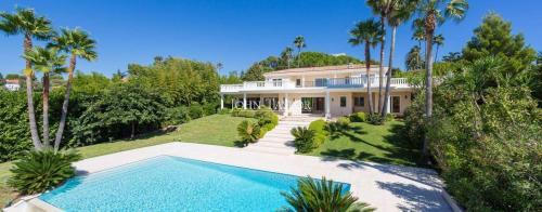 Maison de luxe à louer CAP D'ANTIBES, 300 m², 4 Chambres