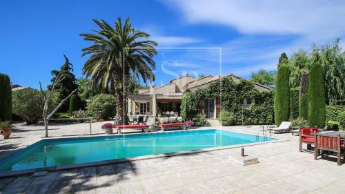 Maison de luxe à louer PARADOU, 230 m², 5 Chambres