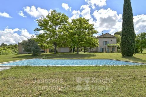 Farm di lusso in vendita APT, 205 m², 4 Camere, 695000€