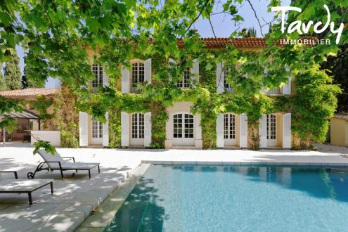 Maison de luxe à vendre SAINT CYR SUR MER, 500 m², 7 Chambres
