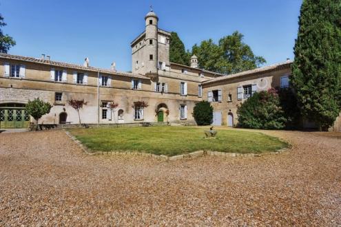 Luxe Kasteel/landhuis te koop AIGUES MORTES, 800 m², 41 Slaapkamers, 2850000€