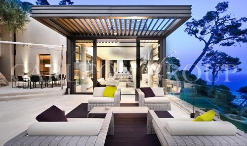 Дом класса люкс в аренду Вильфранш-Сюр-Мер, 290 м², 5 Спальни,