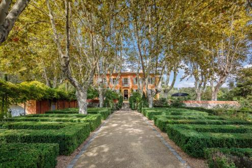 Maison de luxe à vendre CABRIES, 586 m², 8 Chambres, 4500000€