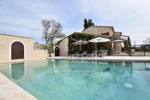 Maison de luxe à louer MAUSSANE LES ALPILLES, 330 m², 5 Chambres