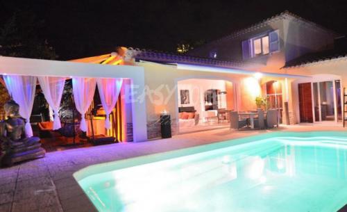 Luxus-Villa zu verkaufen MOUGINS, 280 m², 4 Schlafzimmer, 2150000€