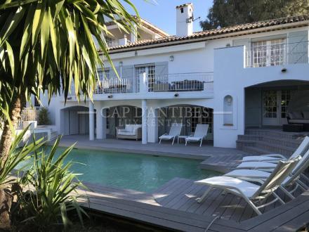 Maison de luxe à louer CAP D'ANTIBES, 230 m², 6 Chambres