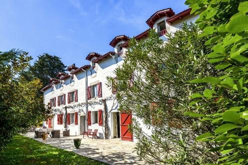 Luxe Huis te huur URRUGNE, 500 m², 7 Slaapkamers