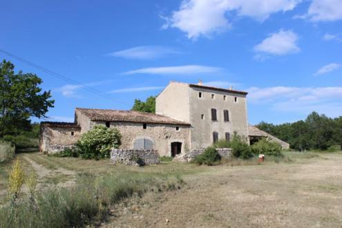 Luxus-Farm zu verkaufen CERESTE, 441 m², 742000€