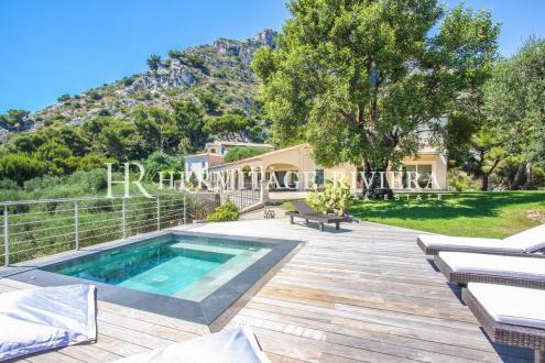 Maison de luxe à louer CAP D'AIL, 400 m², 5 Chambres