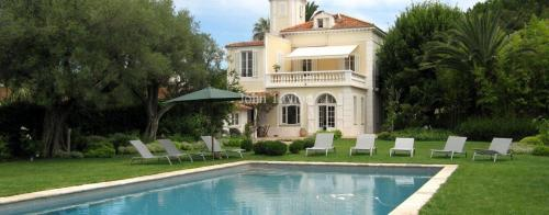 Luxury House for rent CAP D'ANTIBES, 250 m², 6 Bedrooms,
