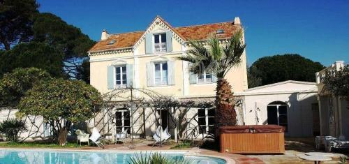 Maison de luxe à louer CANNES, 200 m², 7 Chambres