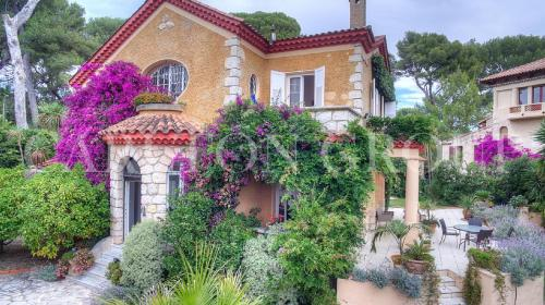Luxury House for sale CAP D'ANTIBES, 250 m², 5 Bedrooms, € 3 900 000