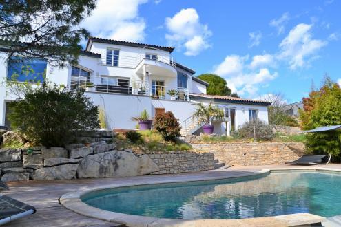 Luxury Villa for sale NIMES, 220 m², 5 Bedrooms, €748000