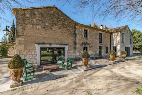 Maison de luxe à vendre FONTVIEILLE, 360 m², 5 Chambres