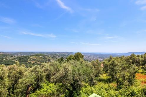 Luxus-Grundstück zu verkaufen GRASSE, 250000€