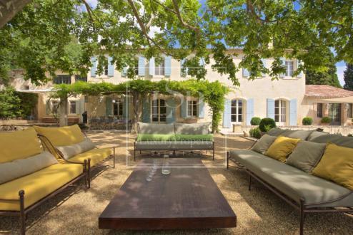 Дом класса люкс в аренду Сен-Реми-Де-Прованс, 500 м², 9 Спальни,