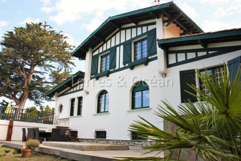 Дом класса люкс на продажу  Гетари, 230 м², 8 Спальни, 1837000€