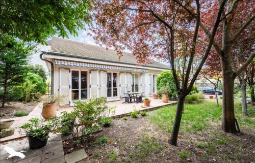 Дом класса люкс на продажу  Пуасси, 170 м², 3 Спальни, 748800€